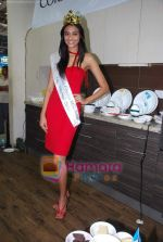 Miss India Neha Hinge at World Kitchen in Malad on 6th Sept 2010 (20).JPG