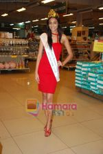 Miss India Neha Hinge at World Kitchen in Malad on 6th Sept 2010 (26).JPG