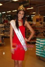 Miss India Neha Hinge at World Kitchen in Malad on 6th Sept 2010 (28).JPG