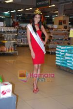 Miss India Neha Hinge at World Kitchen in Malad on 6th Sept 2010 (31).JPG