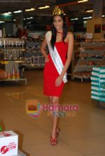 Miss India Neha Hinge at World Kitchen in Malad on 6th Sept 2010 (32).JPG