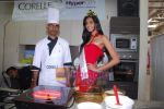 Miss India Neha Hinge at World Kitchen in Malad on 6th Sept 2010 (34).JPG