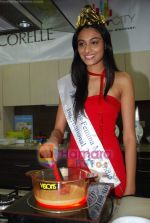 Miss India Neha Hinge at World Kitchen in Malad on 6th Sept 2010 (9).JPG