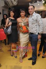 Bhagyashree at ANJALEE & ARJUN KAPOOR FESTIVE COLLECTION PREVIEW 2010 in Olive, Mumbai on 7th Sept 2010.jpg