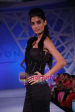 Model walk the ramp at the launch of Avon Cosmetics in Taj Land_s End on 14th Sept 2010 (78).JPG