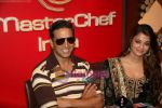 Akshay Kumar, Aishwarya Rai Bachchan on the sets of Master Chef in Film City on 16th Sept 2010 (14).JPG