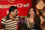 Akshay Kumar, Aishwarya Rai Bachchan on the sets of Master Chef in Film City on 16th Sept 2010 (17).JPG