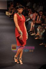 Model walks the ramp for Anita Dongre Show at Lakme Winter fashion week day 1 on 17th Sept 2010 (13).JPG