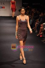 Model walks the ramp for Anita Dongre Show at Lakme Winter fashion week day 1 on 17th Sept 2010 (15).JPG