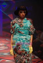 Model walks the ramp for Manish Arora Show at Lakme Winter fashion week day 1 on 17th Sept 2010 (20).JPG