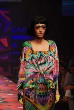 Model walks the ramp for Manish Arora Show at Lakme Winter fashion week day 1 on 17th Sept 2010 (40).JPG