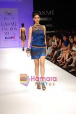 Model walks the ramp for Babita Show at Lakme Winter fashion week day 2 on 18th Sept 2010 (26).JPG