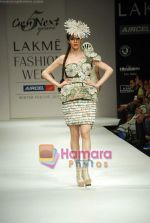 Model walks the ramp for Gen Next Show at Lakme Winter fashion week day 2 on 18th Sept 2010 (11).JPG
