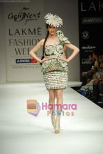 Model walks the ramp for Gen Next Show at Lakme Winter fashion week day 2 on 18th Sept 2010 (12).JPG