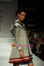 Model walks the ramp for Gen Next Show at Lakme Winter fashion week day 2 on 18th Sept 2010 (2).JPG