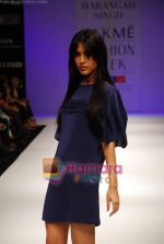 Model walks the ramp for Harangad Singh Show at Lakme Winter fashion week day 2 on 18th Sept 2010 (4).JPG