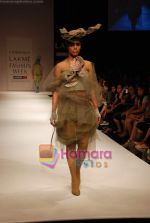 Model walks the ramp for Little Shilpa Show at Lakme Winter fashion week day 2 on 18th Sept 2010 (11).JPG