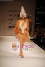 Model walks the ramp for Little Shilpa Show at Lakme Winter fashion week day 2 on 18th Sept 2010 (12).JPG