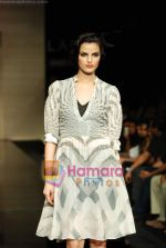 Model walks the ramp for Ritu Kumar Show at Lakme Winter fashion week day 2 on 18th Sept 2010 (38).JPG