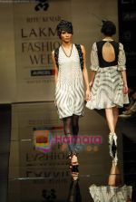 Model walks the ramp for Ritu Kumar Show at Lakme Winter fashion week day 2 on 18th Sept 2010 (39).JPG