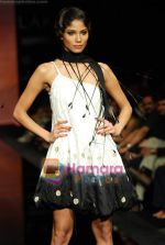 Model walks the ramp for Ritu Kumar Show at Lakme Winter fashion week day 2 on 18th Sept 2010 (72).JPG