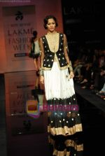 Model walks the ramp for Ritu Kumar Show at Lakme Winter fashion week day 2 on 18th Sept 2010 (73).JPG