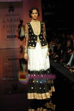 Model walks the ramp for Ritu Kumar Show at Lakme Winter fashion week day 2 on 18th Sept 2010 (74).JPG