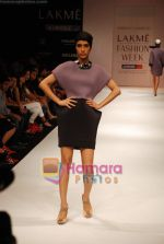 Model walks the ramp for Shrivan Narresh Show at Lakme Winter fashion week day 2 on 18th Sept 2010 (22).JPG