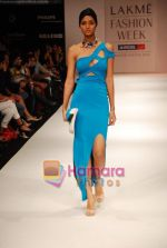 Model walks the ramp for Shrivan Narresh Show at Lakme Winter fashion week day 2 on 18th Sept 2010 (23).JPG