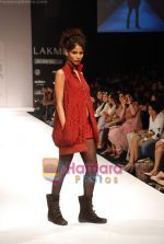Model walks the ramp for Viia Show at Lakme Winter fashion week day 2 on 18th Sept 2010 (31).JPG