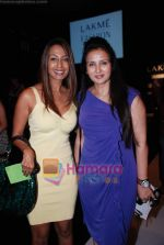 Poonam Dhillon, Kashmira Shah at Lakme Winter fashion week 2010 day 2 on 18th Sept 2010 (2).JPG
