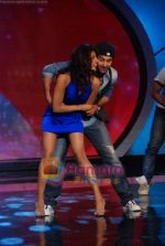Priyanka Chopra, Ranbir Kapoor on the sets of India_s Got Talent  in Film City on 18th Sept 2010 (16).JPG