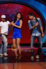 Priyanka Chopra, Ranbir Kapoor on the sets of India_s Got Talent  in Film City on 18th Sept 2010 (17).JPG