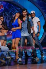 Priyanka Chopra, Ranbir Kapoor on the sets of India_s Got Talent  in Film City on 18th Sept 2010 (21).JPG