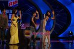 Priyanka Chopra, Ranbir Kapoor, Sonali Bendre on the sets of India_s Got Talent  in Film City on 18th Sept 2010 (26).JPG