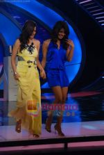 Priyanka Chopra, Sonali Bendre on the sets of India_s Got Talent  in Film City on 18th Sept 2010 (32).JPG