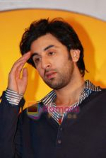 Ranbir Kapoor and Priyanka Chopra launch Oye FM  in Novotel on 18th Sept 2010 (82).JPG