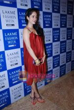 Vidya Malvade at Lakme Winter fashion week 2010 day 2 on 18th Sept 2010 (26).JPG