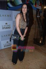 at Lakme Winter fashion week 2010 day 2 on 18th Sept 2010 (79).JPG
