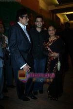 Amitabh Bachchan, Jaya Bachchan at Lakme Winter fashion week 2010 day 3 on 19th Sept 2010 (7).JPG