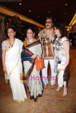 Jackie Shroff at Lakme Winter fashion week 2010 day 3 on 19th Sept 2010 (8).JPG