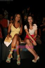 Kashmira Shah at Lakme Winter fashion week 2010 day 3 on 19th Sept 2010 (2).JPG