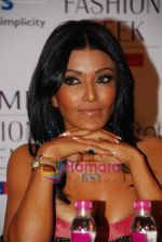 Koena Mitra at Lakme Winter fashion week 2010 day 3 on 19th Sept 2010 (2).JPG