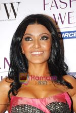 Koena Mitra at Lakme Winter fashion week 2010 day 3 on 19th Sept 2010 (8).JPG