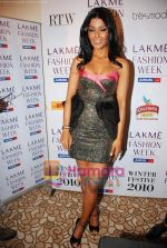 Koena Mitra at Lakme Winter fashion week 2010 day 3 on 19th Sept 2010 (9).JPG