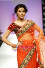 Model walks the ramp for Anupamaa Show at Lakme Winter fashion week day 3 on 19th Sept 2010 (12).JPG
