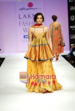Model walks the ramp for Anupamaa Show at Lakme Winter fashion week day 3 on 19th Sept 2010 (14).JPG