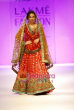 Model walks the ramp for Anupamaa Show at Lakme Winter fashion week day 3 on 19th Sept 2010 (2).JPG