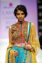 Model walks the ramp for Anupamaa Show at Lakme Winter fashion week day 3 on 19th Sept 2010 (31).JPG
