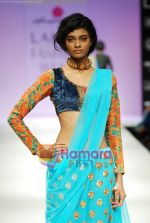 Model walks the ramp for Anupamaa Show at Lakme Winter fashion week day 3 on 19th Sept 2010 (40).JPG